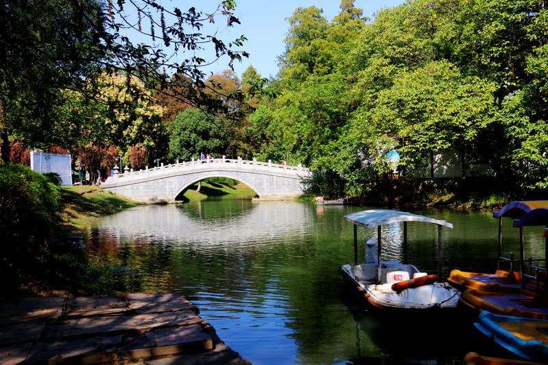 武汉解放公园有寄存行李的地方吗?