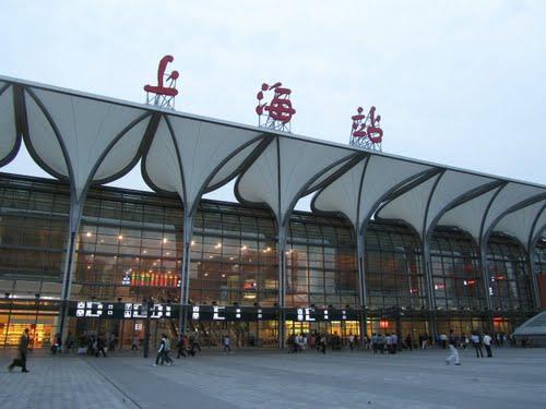 上海火车站行李寄存的在哪?